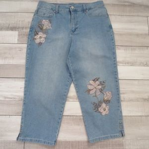 Gloria Vanderbilt Amanda Emb. Crop Jeans, Size 8